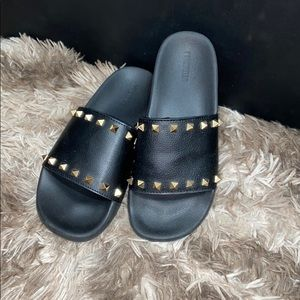 F21 slippers